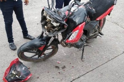 Motoristas heridos en accidente vial